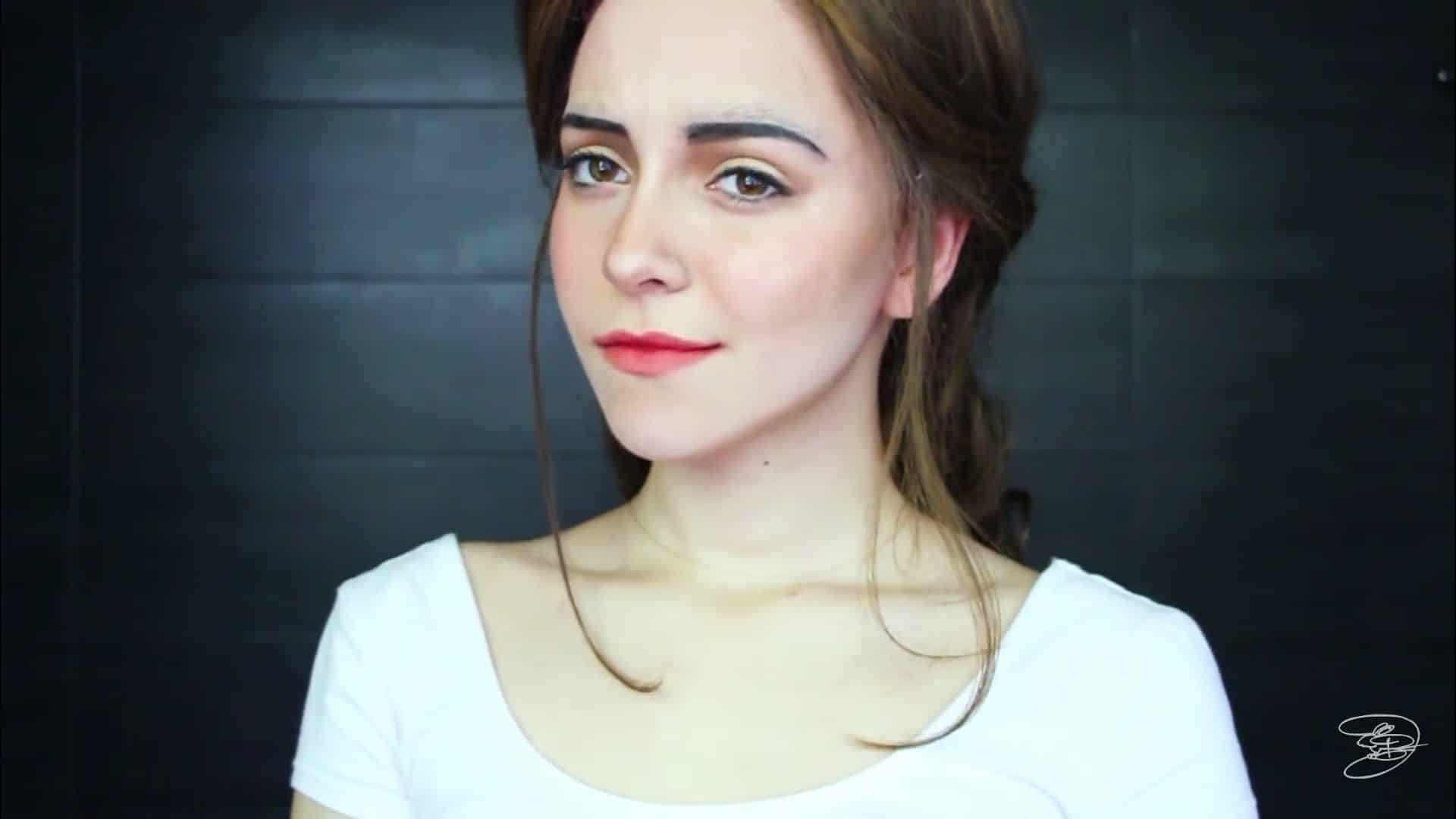 Maquíllate como la princesa la Bella de Emma Watson Jbunzie 2020, maquillaje terminado.