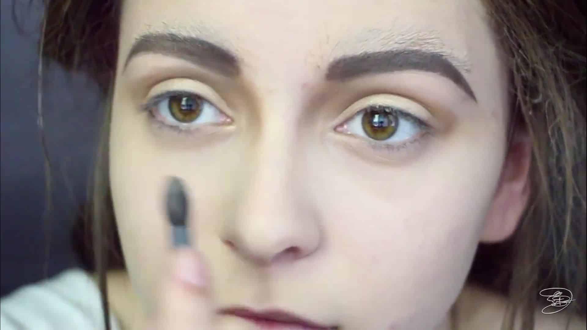 Maquíllate como la princesa la Bella de Emma Watson Jbunzie 2020,  sombra blanca para ojos