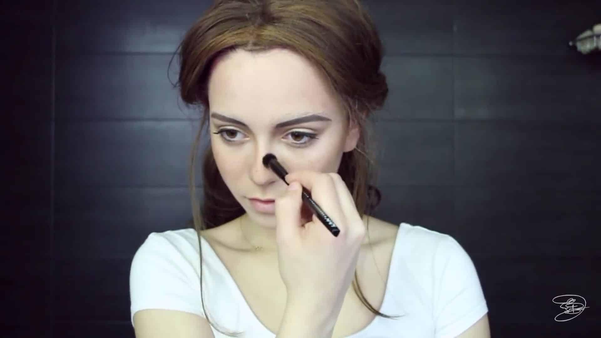 Maquíllate como la princesa la Bella de Emma Watson Jbunzie 2020, contorno de la nariz.