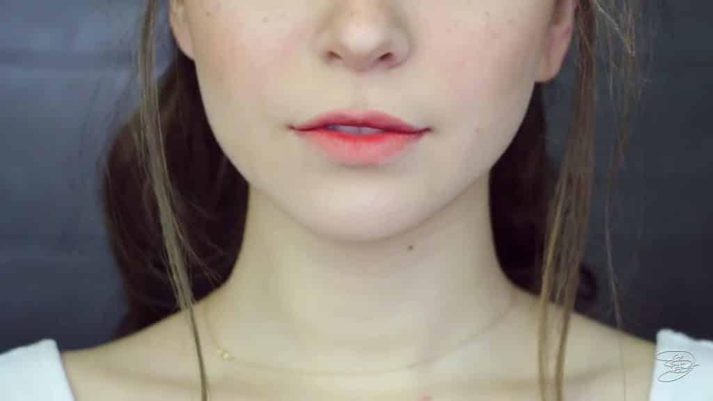 Maquíllate como la princesa la Bella de Emma Watson Jbunzie 2020, labios naturales, labial difuminado.