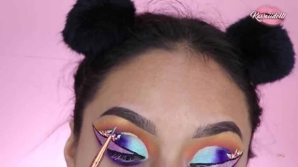 maquillaje de fantasía rapunzel 2020 kawaiidoll1 sombra líquida dorada, delineado del Cut Crease.