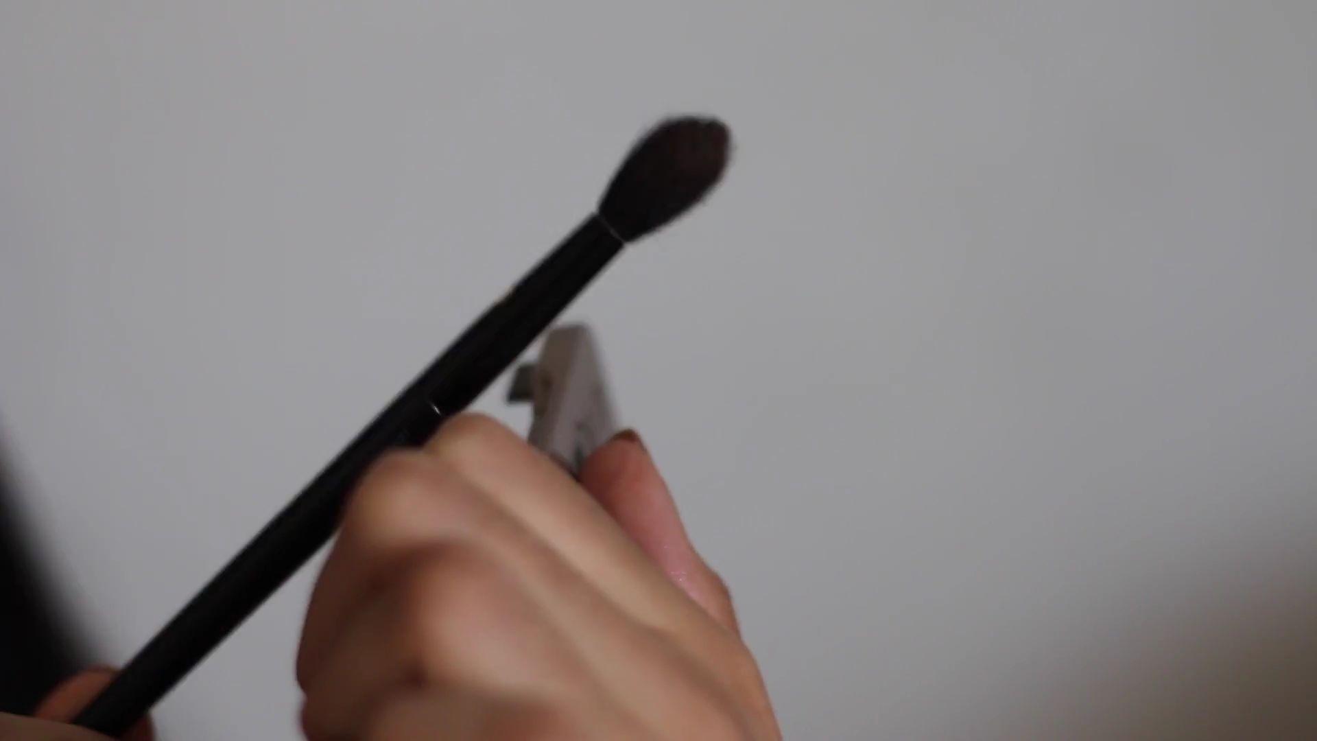 Paulina del Campo Maquillaje para cuando tienes pereza 2020, quitar exceso de sombra.