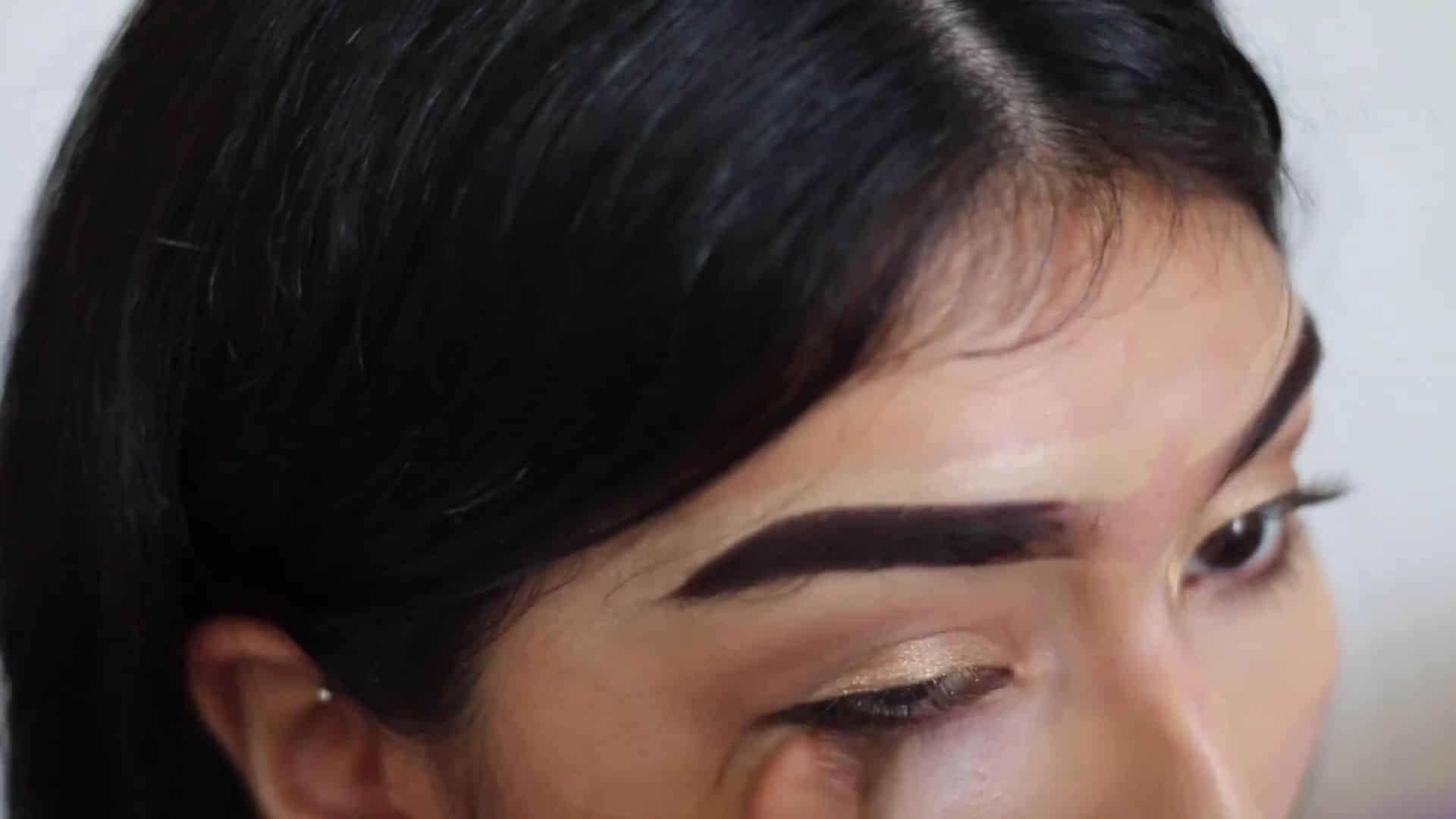 Paulina del Campo Maquillaje para cuando tienes pereza 2020, esponja de base, exceso de sombra.
