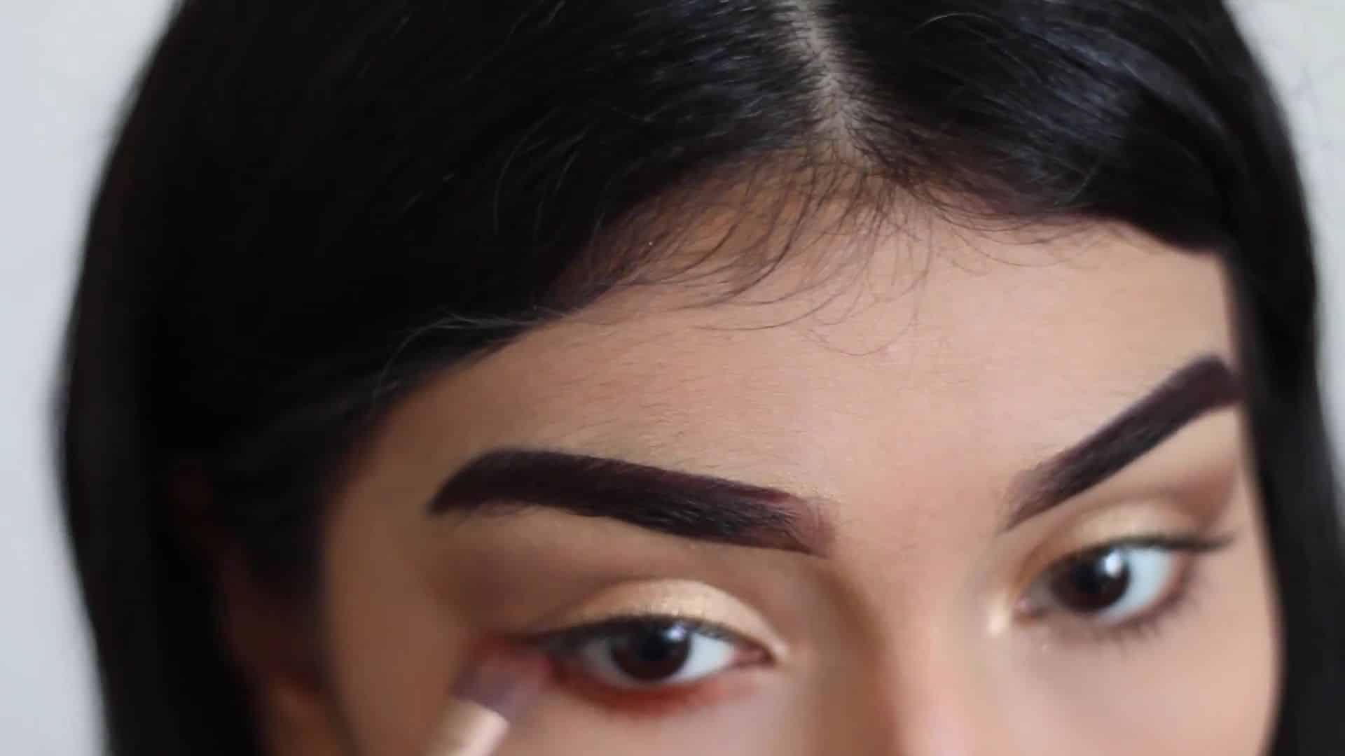 Paulina del Campo Maquillaje para cuando tienes pereza 2020, pincel plano, línea de agua, sombra verde, sombra naranja, sombra violeta.