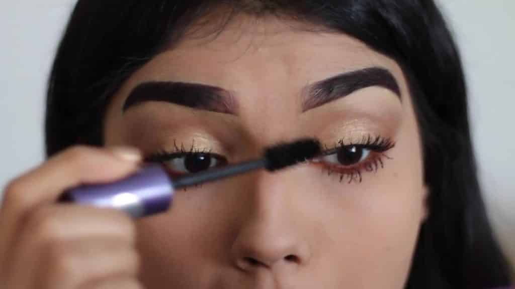 Paulina del Campo Maquillaje para cuando tienes pereza 2020, máscara de pestaña, rimel, pestañas postizas.
