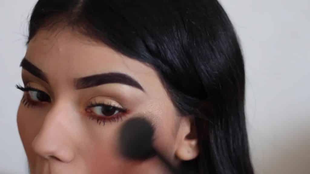 Paulina del Campo Maquillaje para cuando tienes pereza 2020, iluminador, mento, barbilla, lagrimal, mejillas.