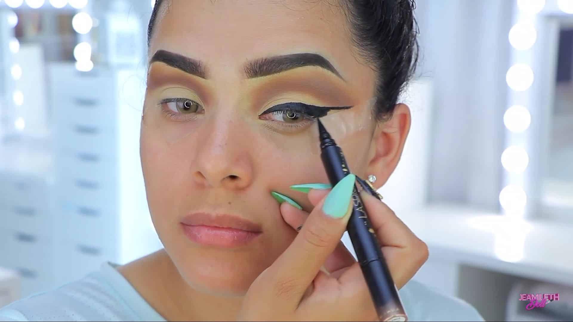 Maquillate como Jasmine facil y rapido Jeamileth Doll 2020, delineado grueso.