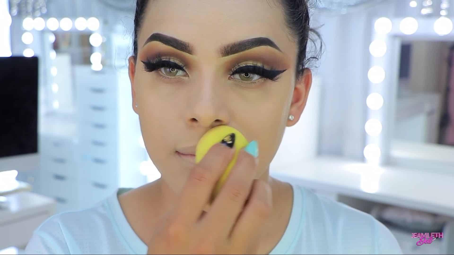 Maquillate como Jasmine facil y rapido Jeamileth Doll 2020, difuminado de la base.