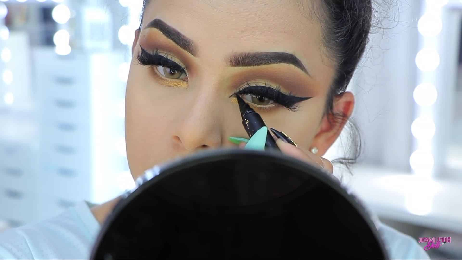 Maquillate como Jasmine facil y rapido Jeamileth Doll 2020, delineado del triangulo del ojo.