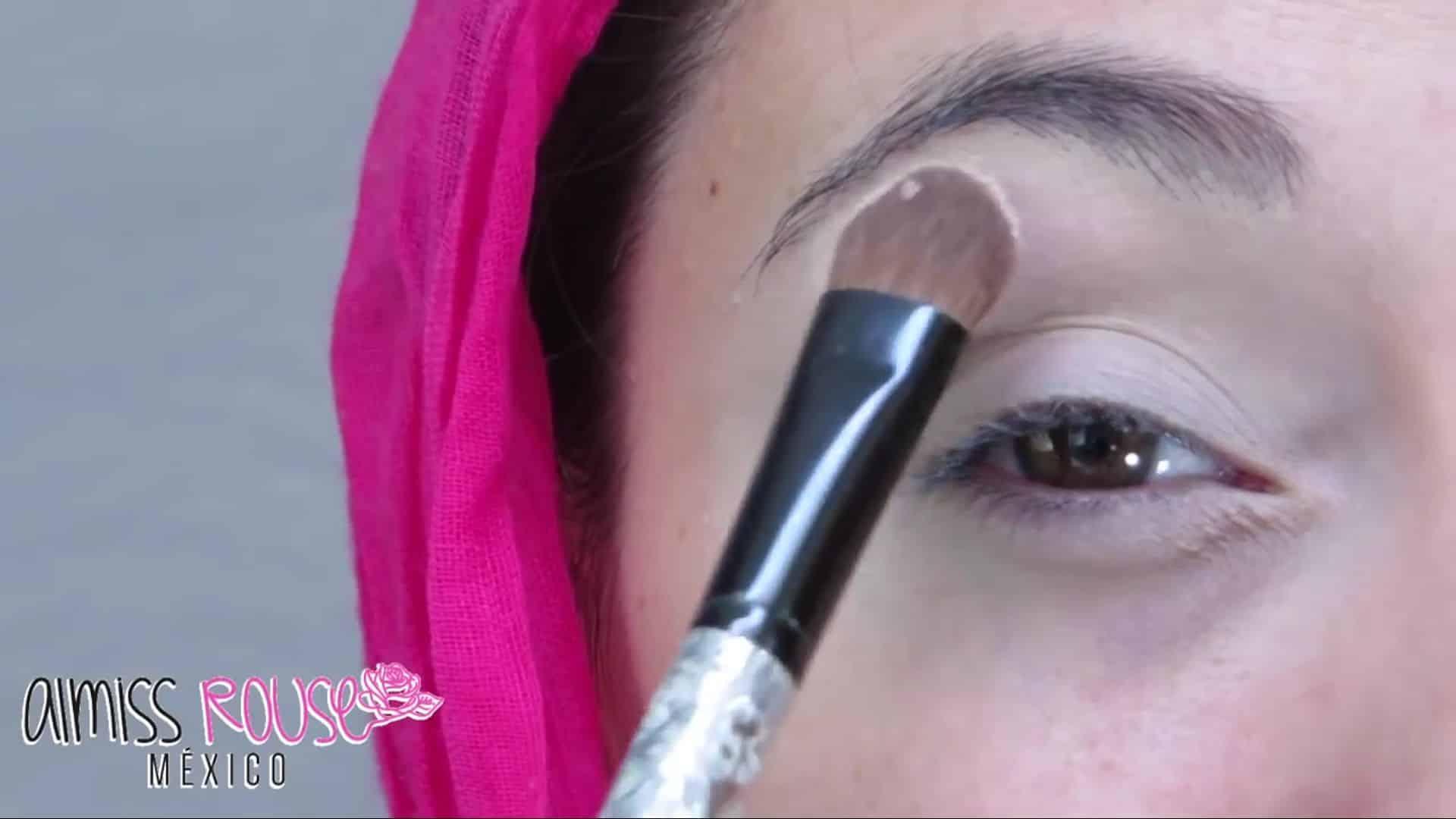 Paso a paso maquillaje Árabe almiss rouse 2020, sellado de corrector con sombra.