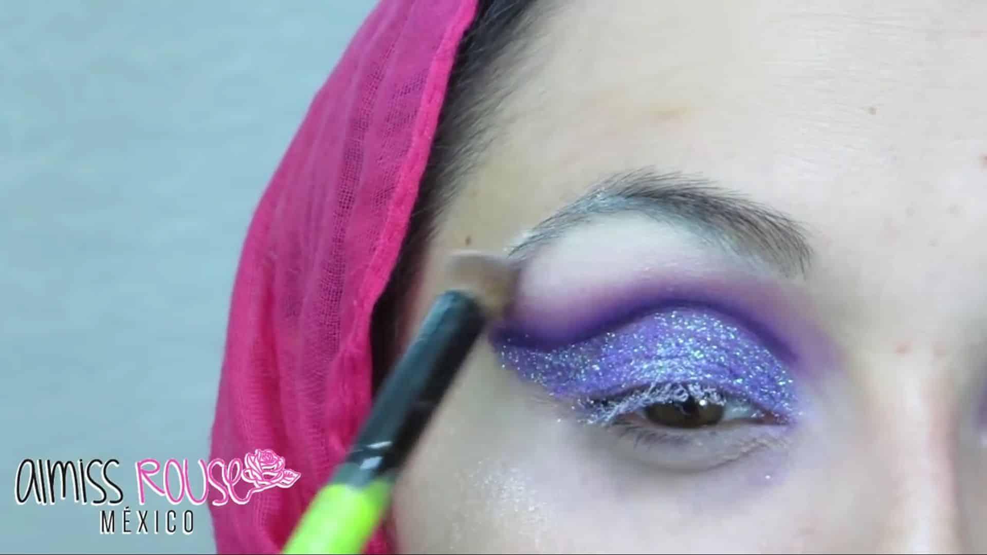 Paso a paso maquillaje Árabe almiss rouse 2020, aplicación de sombra blanca.