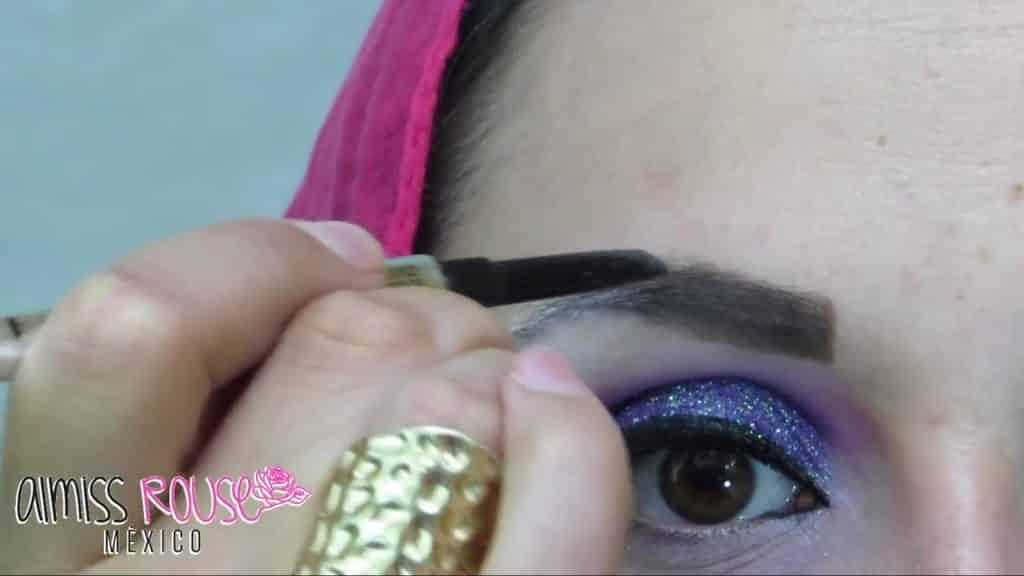Paso a paso maquillaje Árabe almiss rouse 2020,  delineado de cejas.