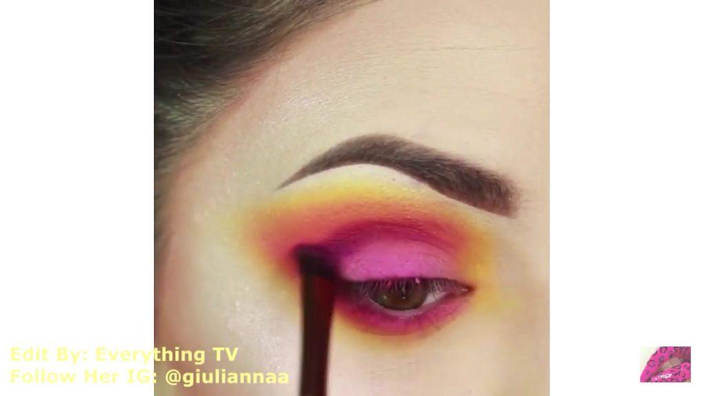 Hermosos diseños de fantasía para los ojos Samantha Hermoso 2020, sombra fucsia en el párpado móvil.