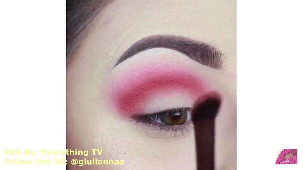 Hermosos diseños de fantasía para los ojos Samantha Hermoso 2020, Arco del ojo con sombra rojiza.