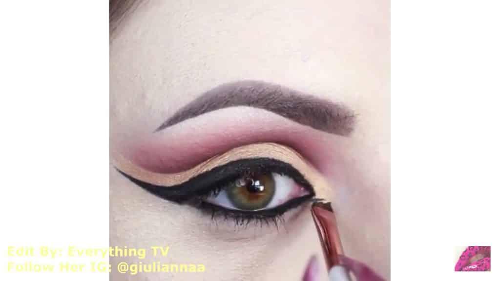 Hermosos diseños de fantasía para los ojos Samantha Hermoso 2020, retoque de sombra color dorada.