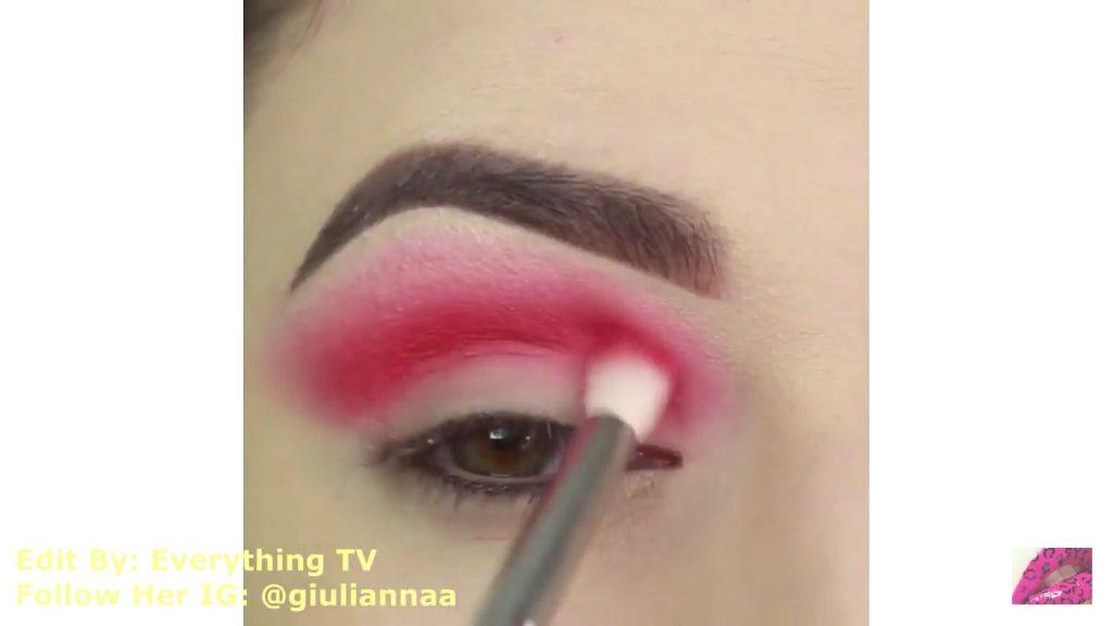 Hermosos diseños de fantasía para los ojos Samantha Hermoso 2020, sombra roja en la cuenca del ojo