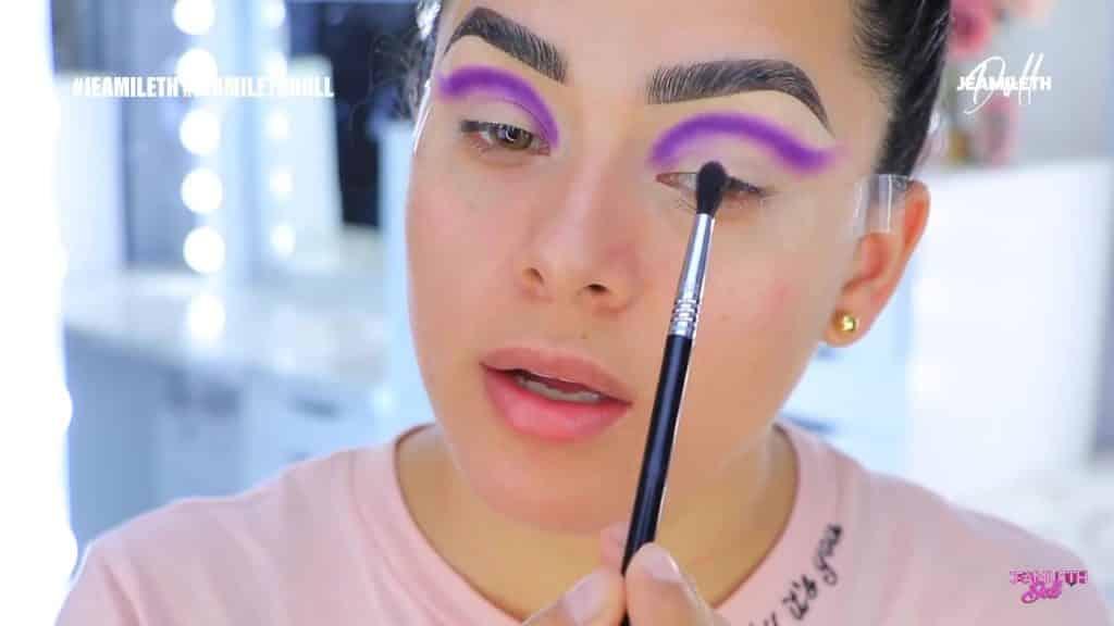 sugary cosmetics colección 2020 Jeamileth Doll2020, sombra violeta en la cuenca del ojo