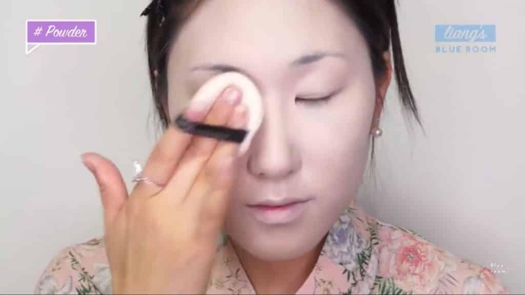 Maquíllate como la hermosa  Mulan  Liang �량� 파란방2020, polvo blanco para sellar la base.
