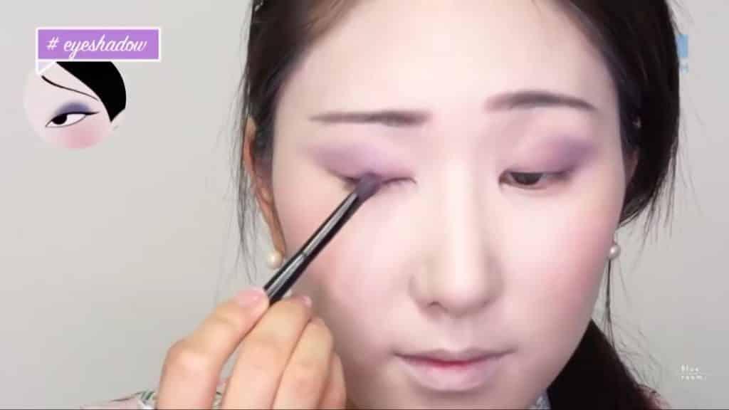 Maquíllate como la hermosa  Mulan  Liang �량� 파란방2020, sombra violeta en el parpado movil