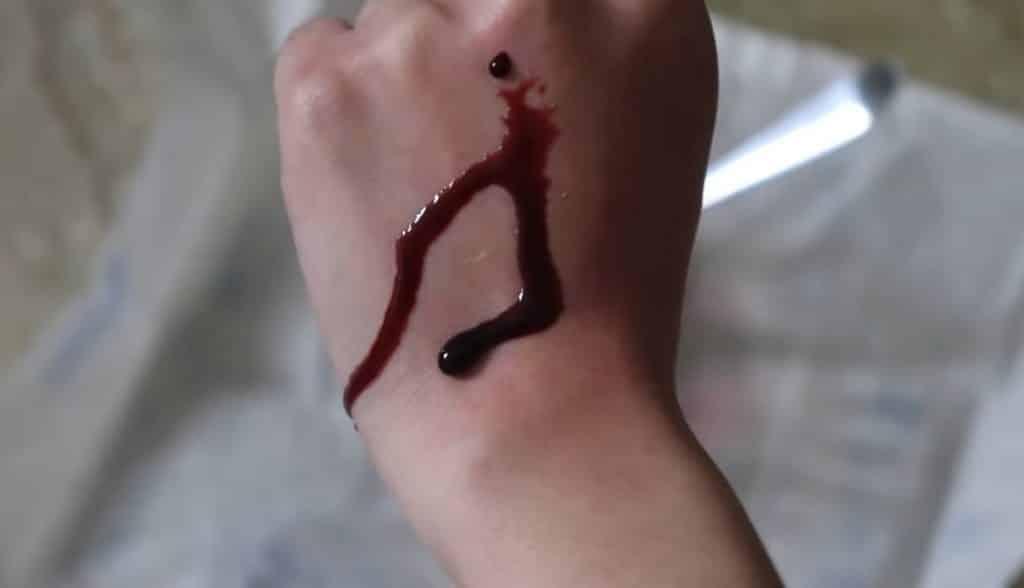 Cómo hacer sangre falsa rápido y fácil para Halloween