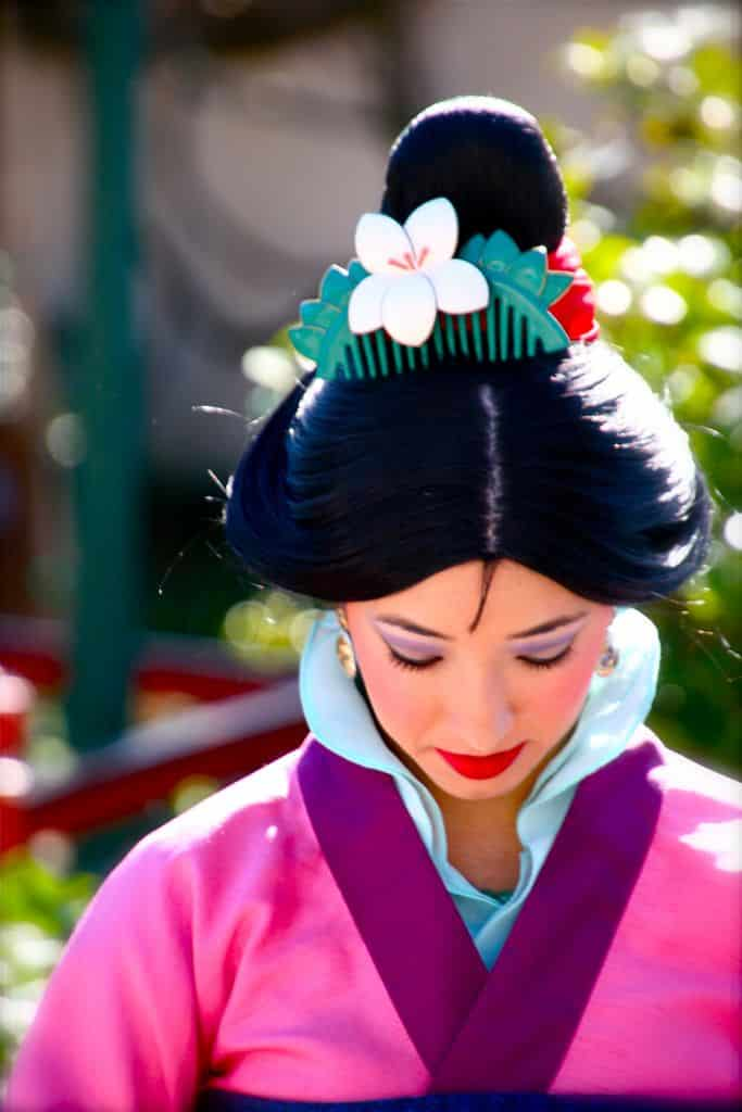 Maquíllate como la hermosa  Mulan Neverbug Creations LLC 2020, peluca de mulan.