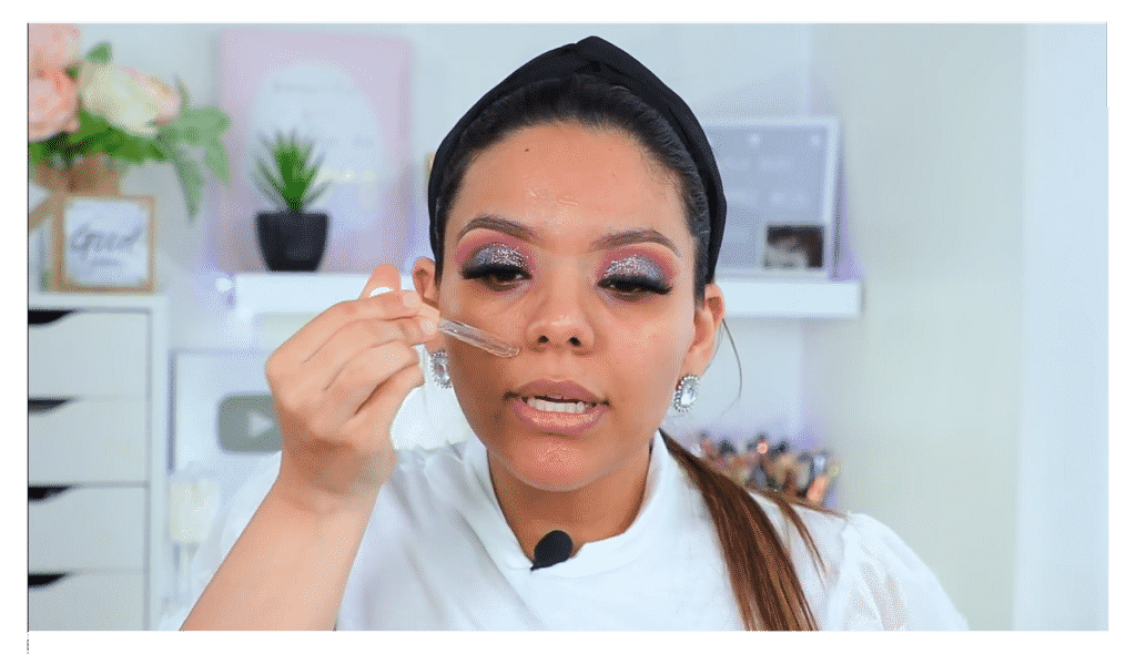 maquillaje de noche 2020 maquillaje dramático con glitter bissú Yoshi Meza aceite o suero hidratante