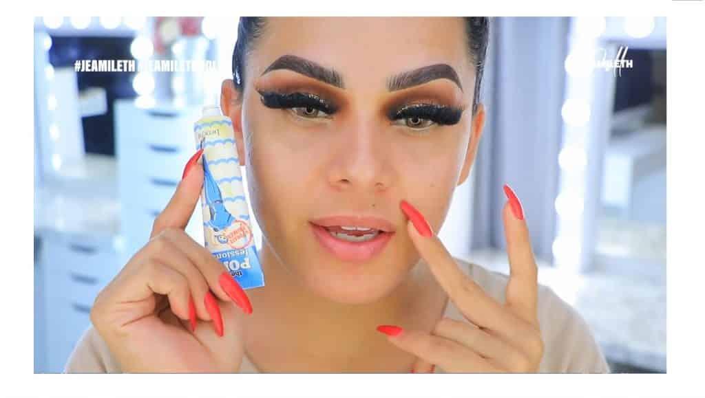 ¡Delineado infinito con glitter! La nueva tendencia brasilera de maquillaje para ojos aplicar primer