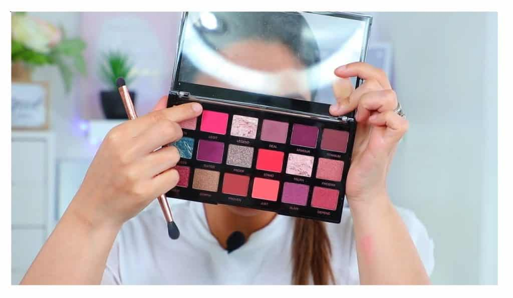 maquillaje de noche 2020 maquillaje dramático con glitter bissú Yoshi Meza  elige la sombra rosa