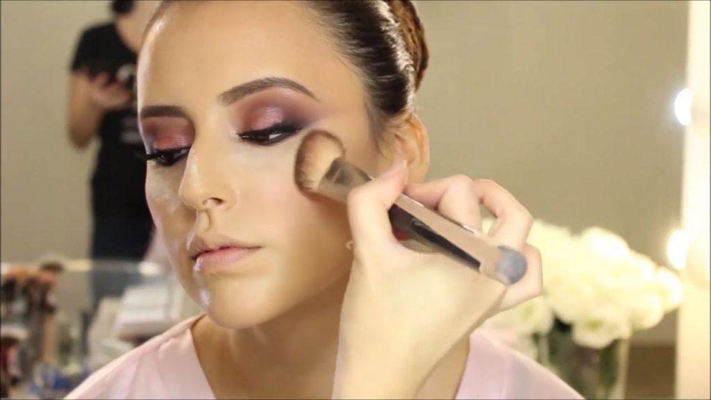 Contorneado del rostro con polvos bronceadores. Tendencias de Maquillaje para novia 2020 Tania Makeup.