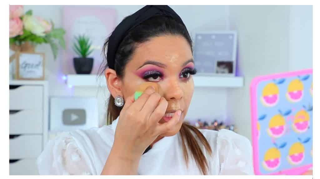 maquillaje de noche 2020 maquillaje dramático con glitter bissú Yoshi Meza  difumina el corrector