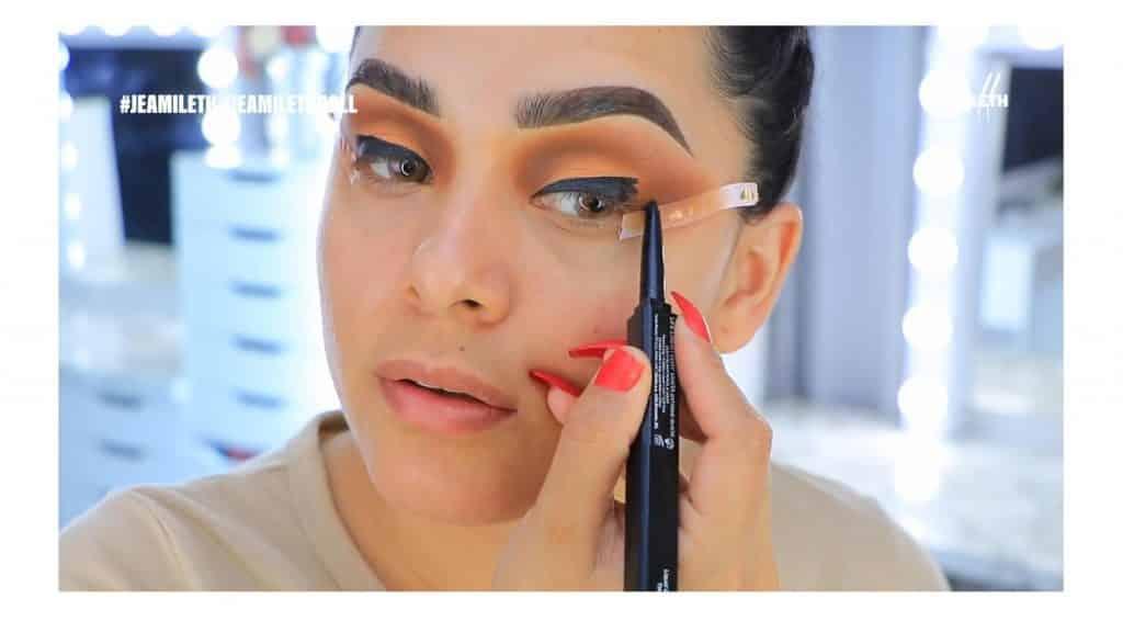 ¡Delineado infinito con glitter! La nueva tendencia brasilera de maquillaje para ojos delinear con lápiz