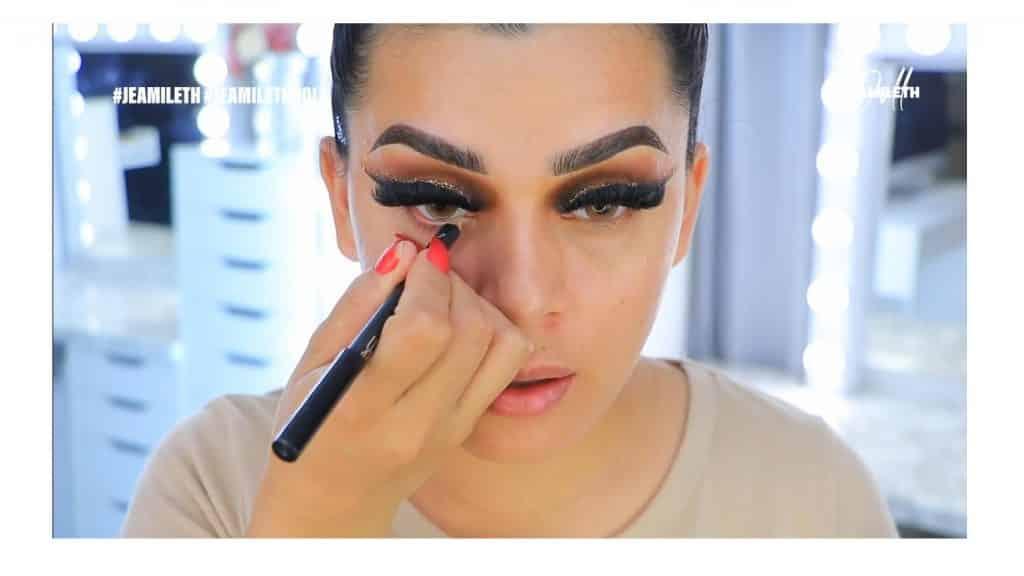 ¡Delineado infinito con glitter! La nueva tendencia brasilera de maquillaje para ojos delinear parpados inferiores