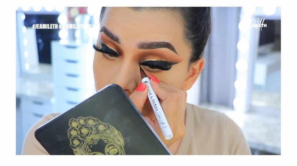 ¡Delineado infinito con glitter! La nueva tendencia brasilera de maquillaje para ojos delinear el lagrimal