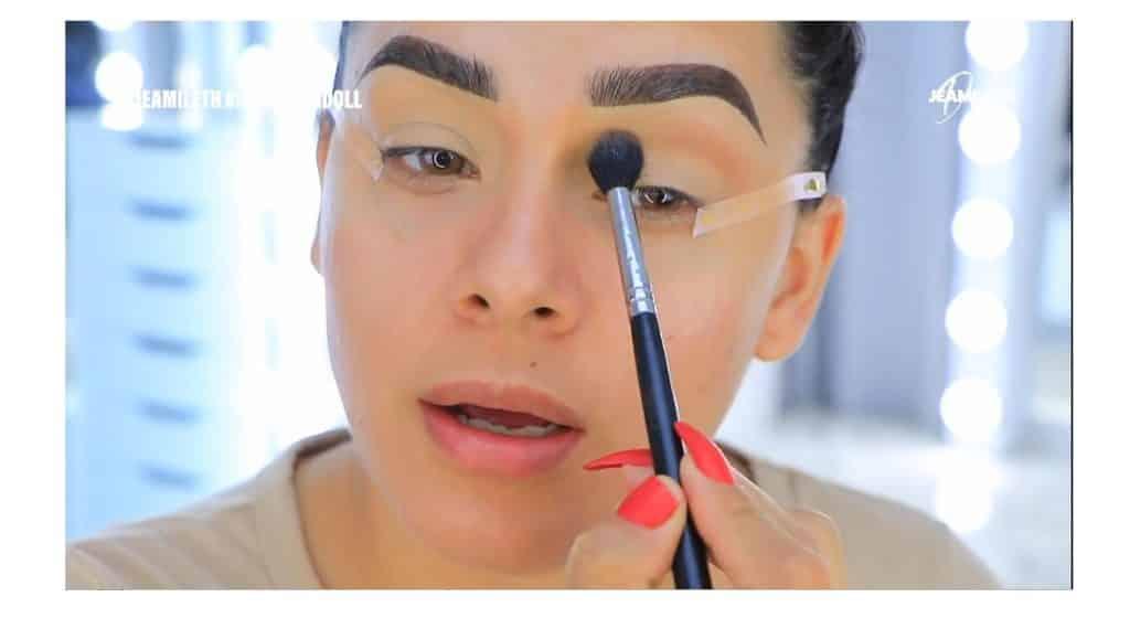 ¡Delineado infinito con glitter! La nueva tendencia brasilera de maquillaje para ojos difumina el color
