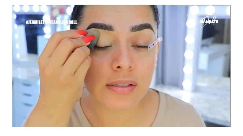 ¡Delineado infinito con glitter! La nueva tendencia brasilera de maquillaje para ojos difuminar el corrector