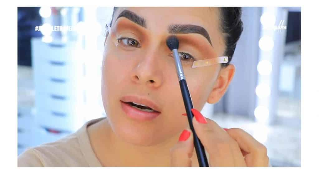¡Delineado infinito con glitter! La nueva tendencia brasilera de maquillaje para ojos