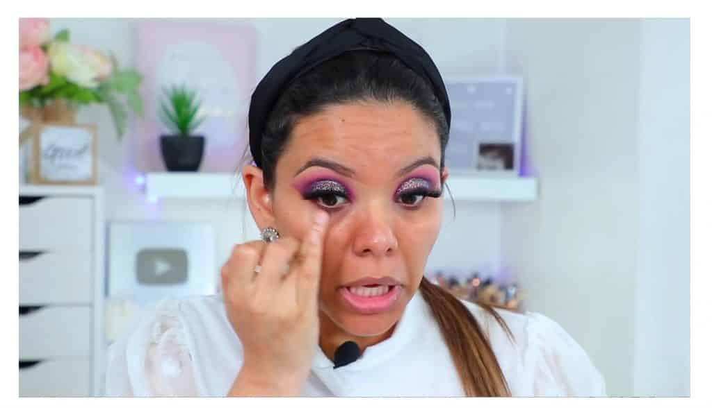 maquillaje de noche 2020 maquillaje dramático con glitter bissú Yoshi Meza  hidrata y aclara las ojeras