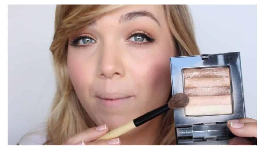 Maquillaje sencillo para unos labios rojos perfectos y con intensidad de color iluminar el arco de cupido