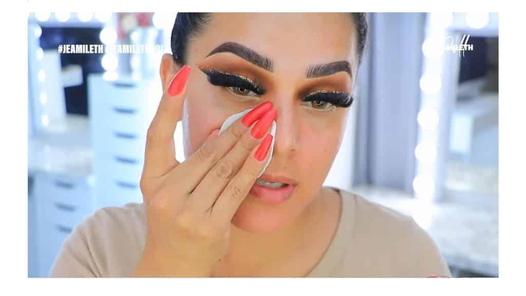 ¡Delineado infinito con glitter! La nueva tendencia brasilera de maquillaje para ojos limpiar el rostro