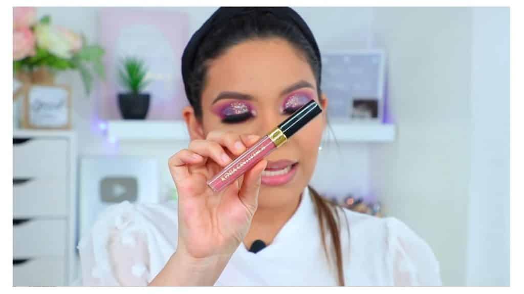 maquillaje de noche 2020 maquillaje dramático con glitter bissú Yoshi Meza labial liquido