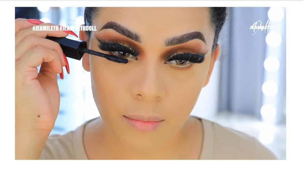 ¡Delineado infinito con glitter! La nueva tendencia brasilera de maquillaje para ojos máscara