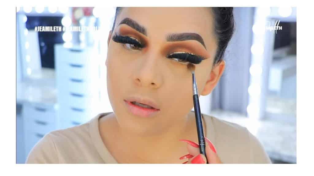¡Delineado infinito con glitter! La nueva tendencia brasilera de maquillaje para ojos maquilla el párpado inferior