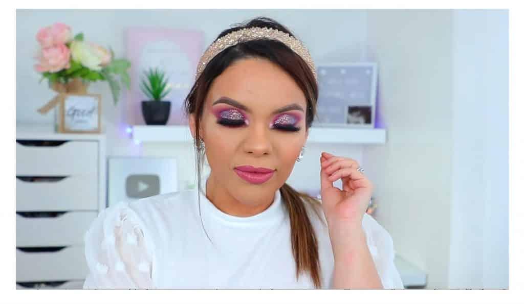 maquillaje de noche 2020 maquillaje dramático con glitter bissú Yoshi Meza un bonito peinado