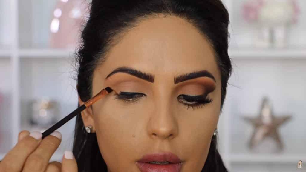 Maquillaje de ojos actual 2020 con Jackie Hernandez delineamos con sombra