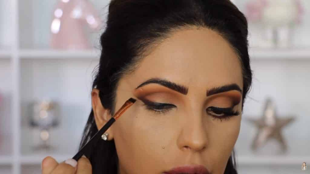 Maquillaje de ojos actual 2020 con Jackie Hernandez delineamos con medallion