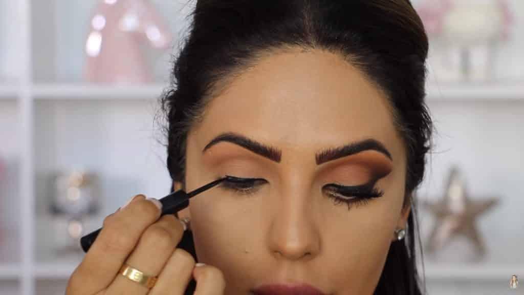 Maquillaje de ojos actual 2020 con Jackie Hernandez aplicamos delineador