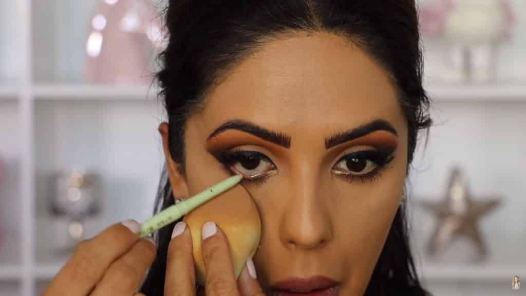 Maquillaje de ojos actual 2020 con Jackie Hernandez delineamos línea del agua