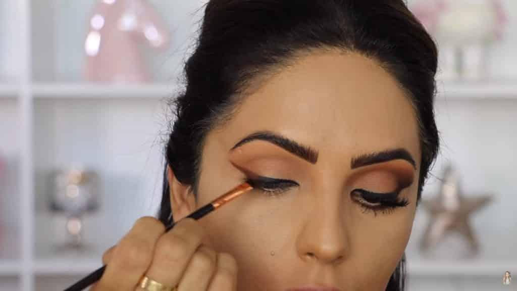 Maquillaje de ojos actual 2020 con Jackie Hernandez trabajamos la sombra bare root