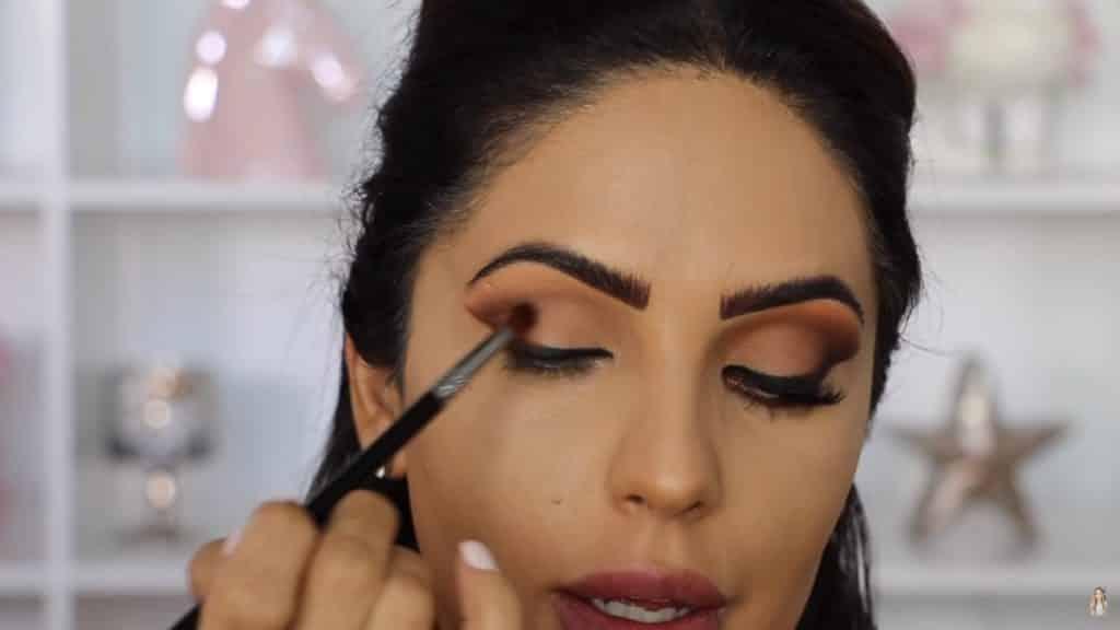 Maquillaje de ojos actual 2020 con Jackie Hernandez difuminamos bare root