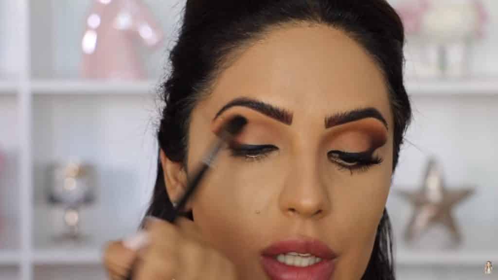 Maquillaje de ojos actual 2020 con Jackie Hernandez difuminamos sombra de ojos